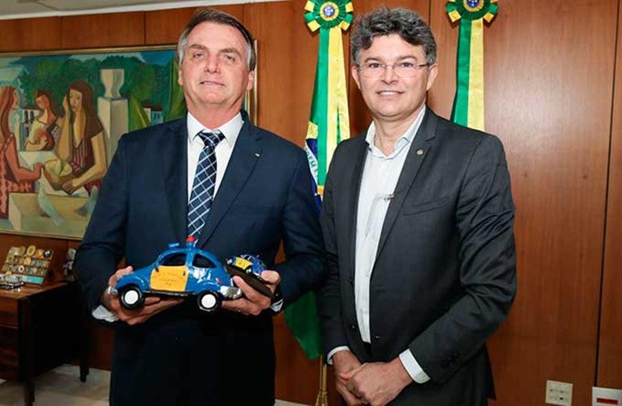 Imagem: Bolsonaro e medeiros Deputado participa de carreata pró-Bolsonaro em Rondonópolis