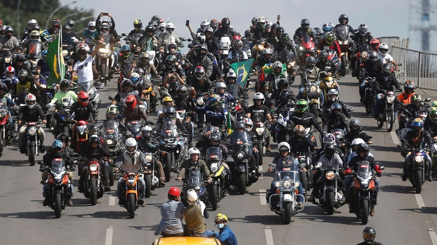 Imagem: Bplsonaro convoca apoiadores para andar de moto Presidente convoca seus apoiadores para passeio de moto