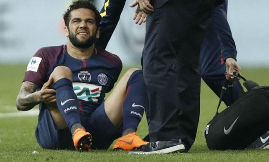 Imagem: Daniel Alves Daniel Alves é cortado da equipe após lesão no joelho