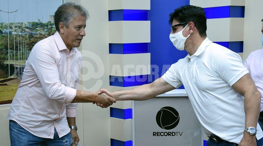 Imagem: Diretor da Record Nacional comprimentando Renato Muzzeti TV Cidade recebe visita do diretor da Record TV nacional