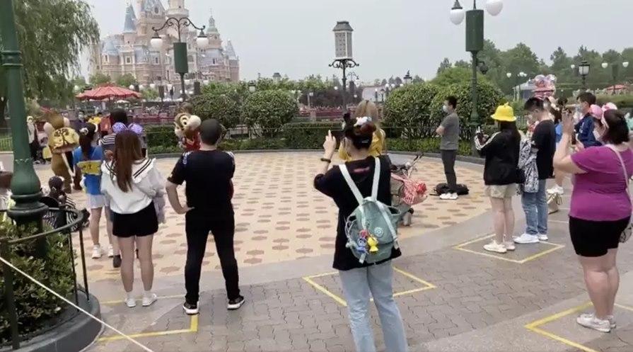 Imagem: Disney reabre Sem abraços no Mickey, Disneylândia reabre na Califórnia