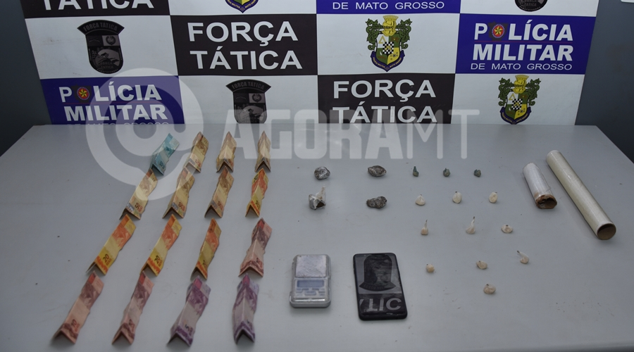 Imagem: Droga balanca de precisao dinheiro e apetrechos para embalar droga Força Tática apreende indivíduo suspeito de tráfico no Jardim Liberdade