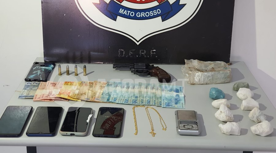 Imagem: Droga celulares e dinheiro apreendido Dois indivíduos são presos suspeitos de realizar o crime de tráfico de droga