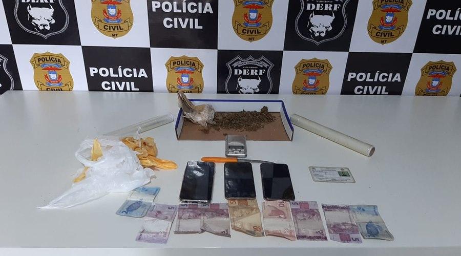 Imagem: Droga e dinheiro apreendido Mulher que traficava drogas na frente dos filhos é presa em flagrante