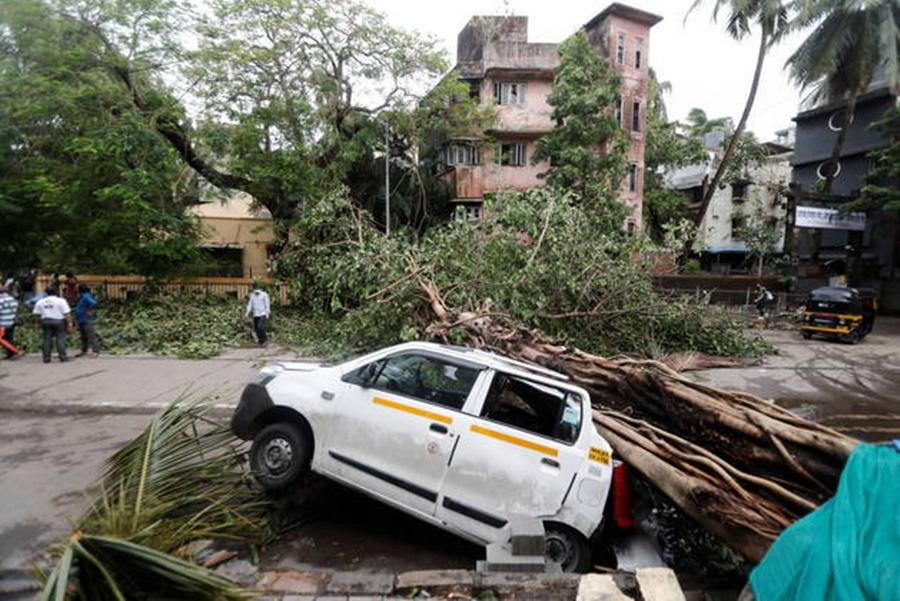 Imagem: Estragos causados pelo ciclone Ciclone causa mortes e deixa 89 pessoas desaparecidas na Índia
