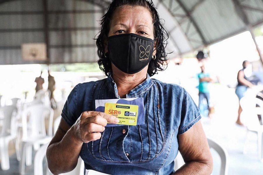 Imagem: Governo entrega cartoes do ser familia Governo entrega 3,3 mil cartões do Ser Família Emergencial neste sábado