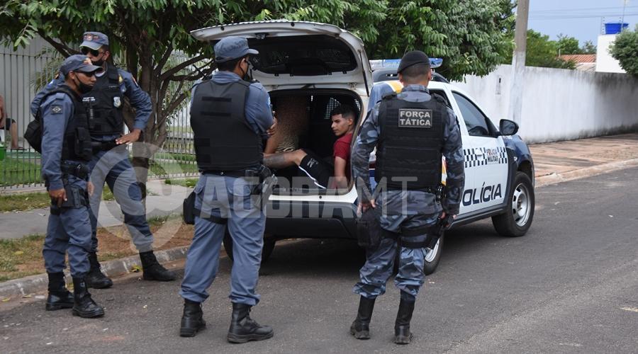 Imagem: Individuo preso em flagrante pela PM PM realiza perseguição e prende ladrão com extensa ficha criminal após cometer roubo