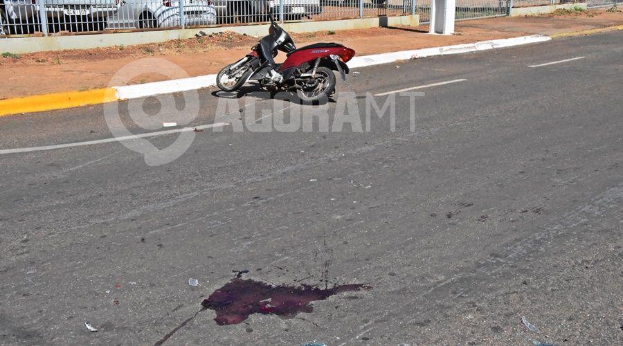 Imagem: Local onde a vitima ficou caida Jovem é socorrida em estado gravíssimo após acidente em Rondonópolis