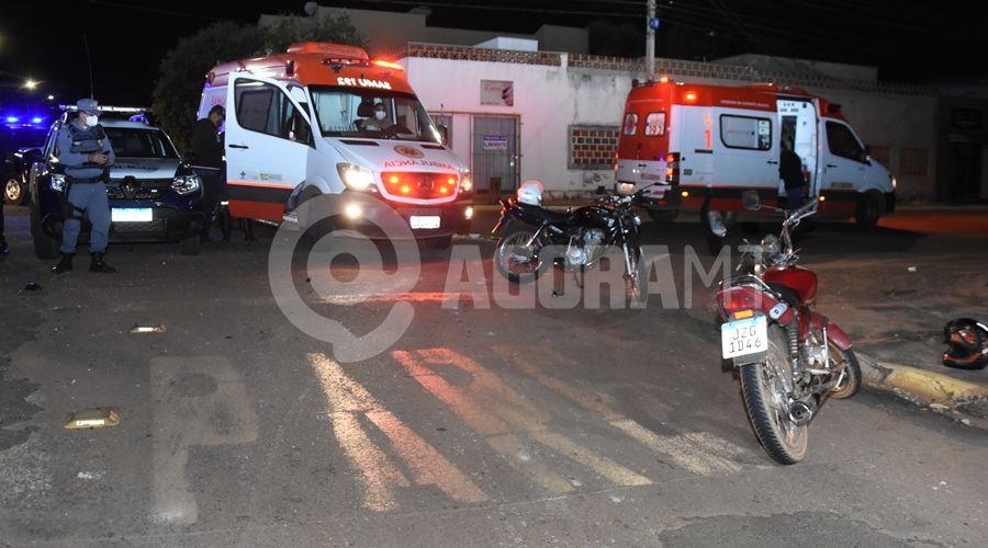 Imagem: Local onde houve a colisao entre as duas motos Motociclista embriagado invade preferencial e mulher fica ferida na batida