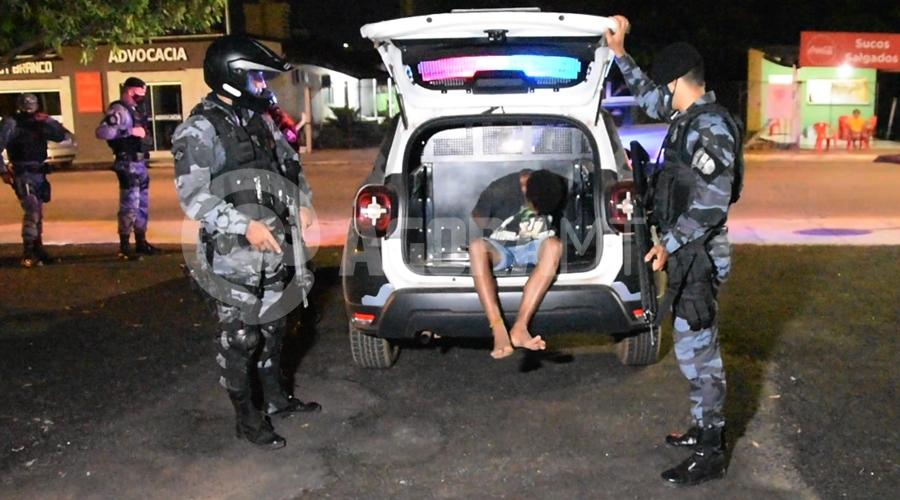 Imagem: Menor apreendido suspeito de trafico de drogas Força Tática apreende indivíduo suspeito de tráfico no Jardim Liberdade