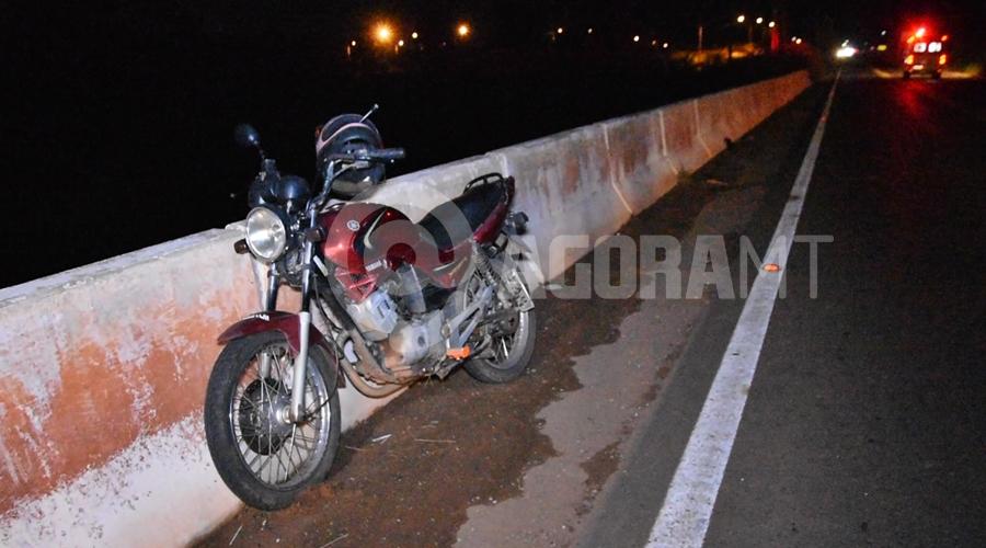 Imagem: Moto YBR envolvida na colisao Motociclista fica ferido após acidente no Anel Viário