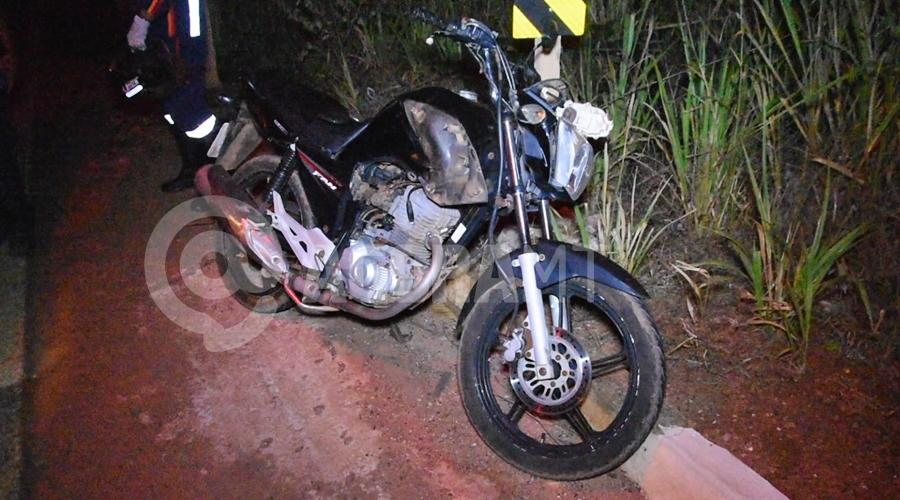 Imagem: Moto da vitima conduzida pelo Samu Motociclista fica ferido após acidente no Anel Viário