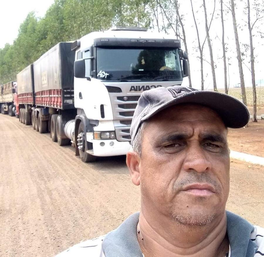Imagem: Motorista morreu na hora Acidente entre caminhão e carreta deixa motorista morto