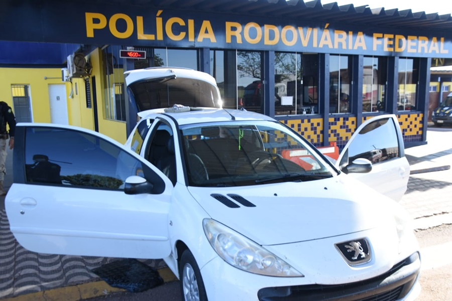 Imagem: PRF estava em abordagem de rotina PRF apreende veículo com anabolizantes e Skunk