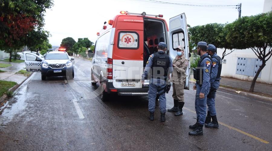 Imagem: Policia Militar e Samu no local que jovem foi socorrida Jovem fica ferida após o namorado a empurrar da moto em movimento