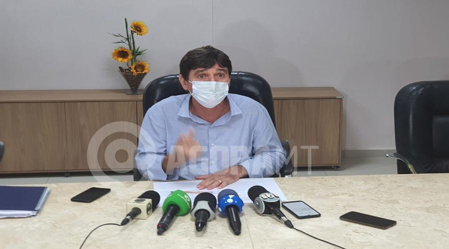 Imagem: Prefeito de Tangara da Serra Vander Masson Prefeito assina decreto com medidas rígidas para conter o alto número de casos de Covid