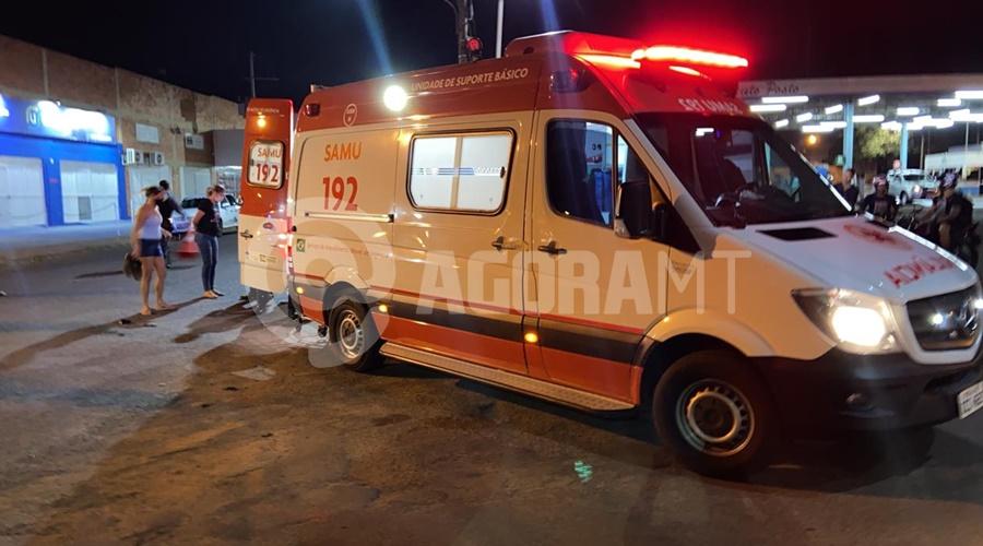 Imagem: Samu no local do acidente Acidente deixa motociclista ferido com fratura exposta