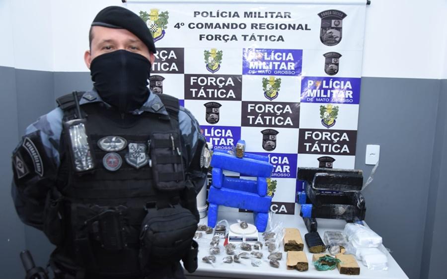 Imagem: Sargento Rodrigo da Forca Tatica Força Tática apreende grande quantidade de droga no bairro Lucia Maggi