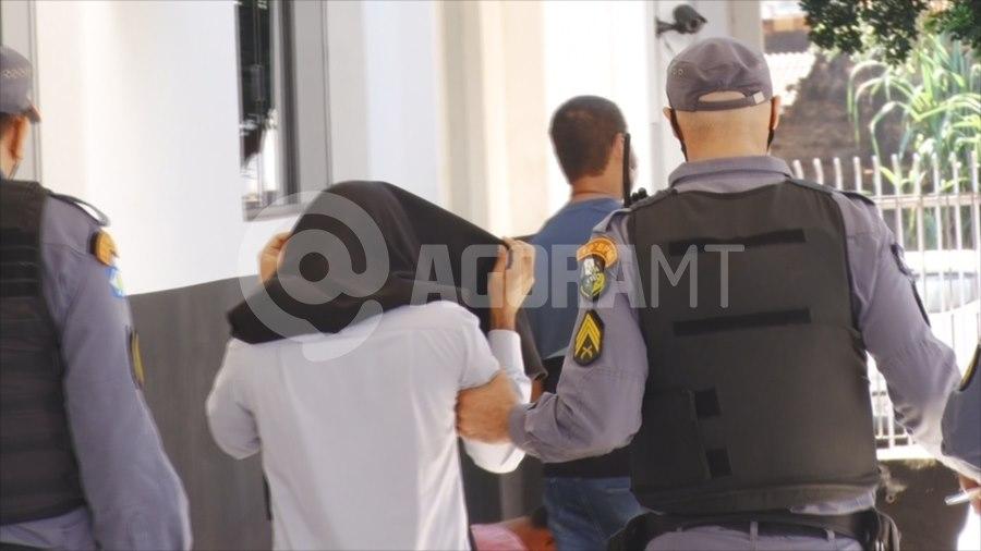 Imagem: Suspeito sendo preso pela PM Polícia Militar prende suspeito de estelionato