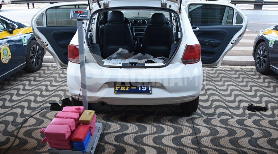 Imagem: Veiculo E Droga apreendido pela equipe da PRF PRF encontra mais de 25kg de pasta base escondido em tanque de carro