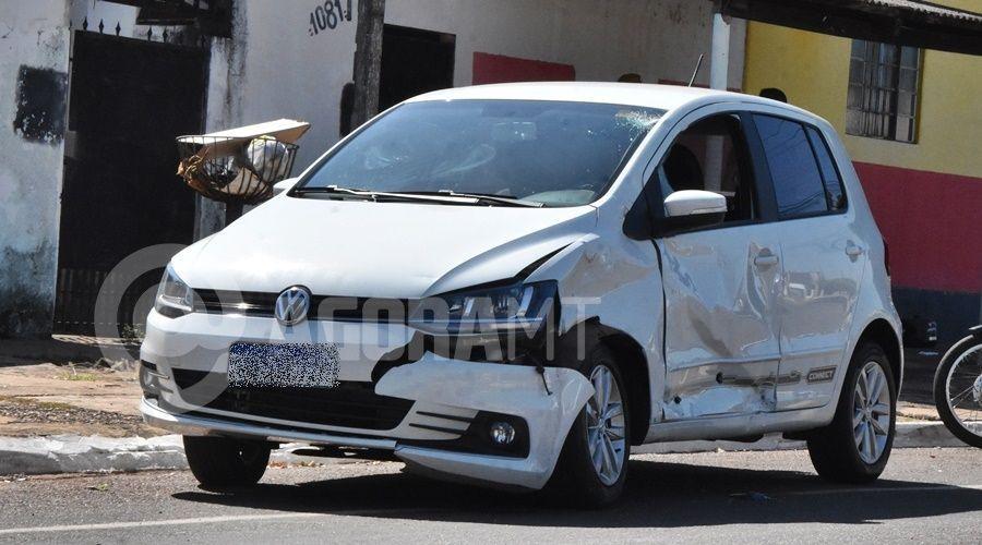Imagem: Veiculo Fox danificado apos a colisao Jovem é socorrida em estado gravíssimo após acidente em Rondonópolis
