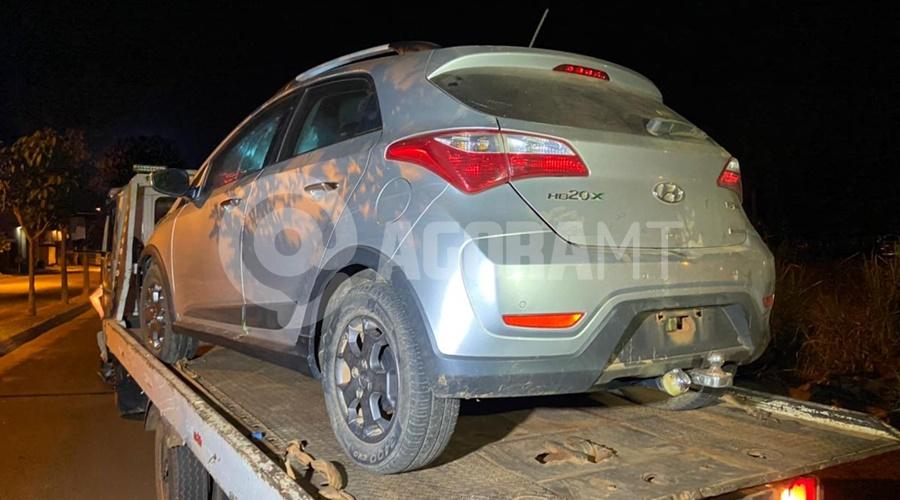Imagem: Veiculo roubado recuperado Dupla armada invade residência, amarra vítima e rouba carro
