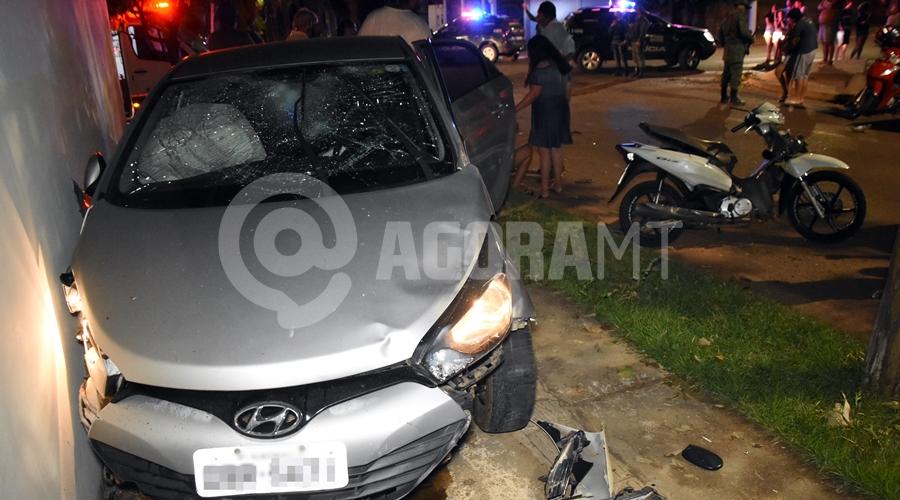 Imagem: Veiculos envolvidos no acidente no Bairro Monte Libano Motociclista fica ferida após bater em carro no Monte Líbano