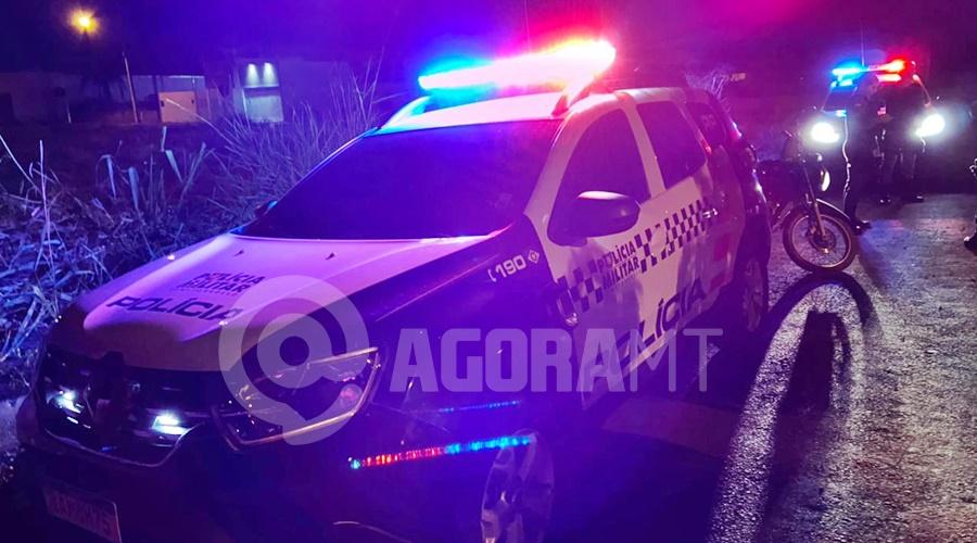 Imagem: Viaturas fazendo rondas para localizar o carrro roubado Polícia Militar prende casal ao flagrar mãe espancando criança