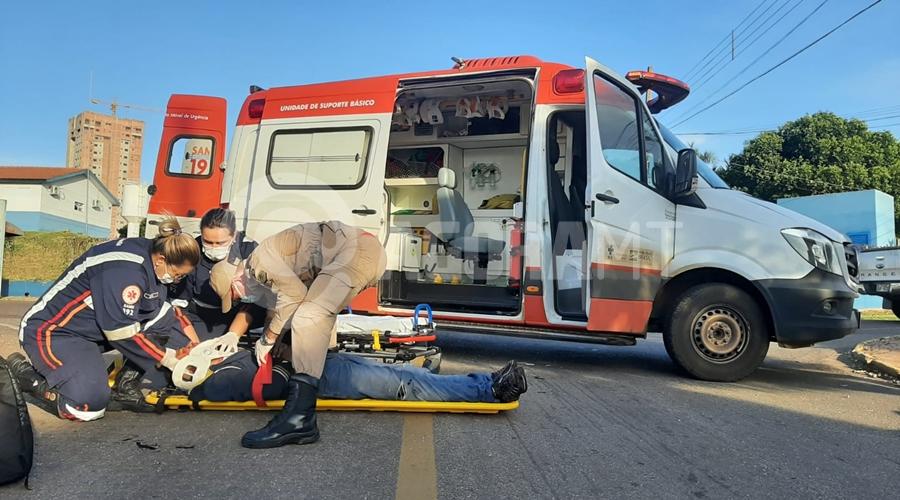 Imagem: acidente 2 Motociclista fica gravemente ferido ao bater em carro na Avenida Goiânia