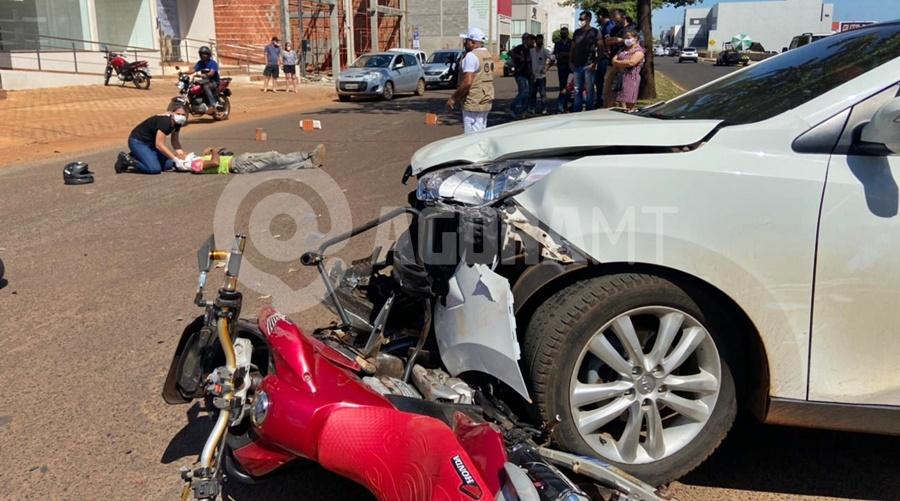 Imagem: acidente Tangara Franthescolly Motociclistas ficam feridos após forte batida com carro