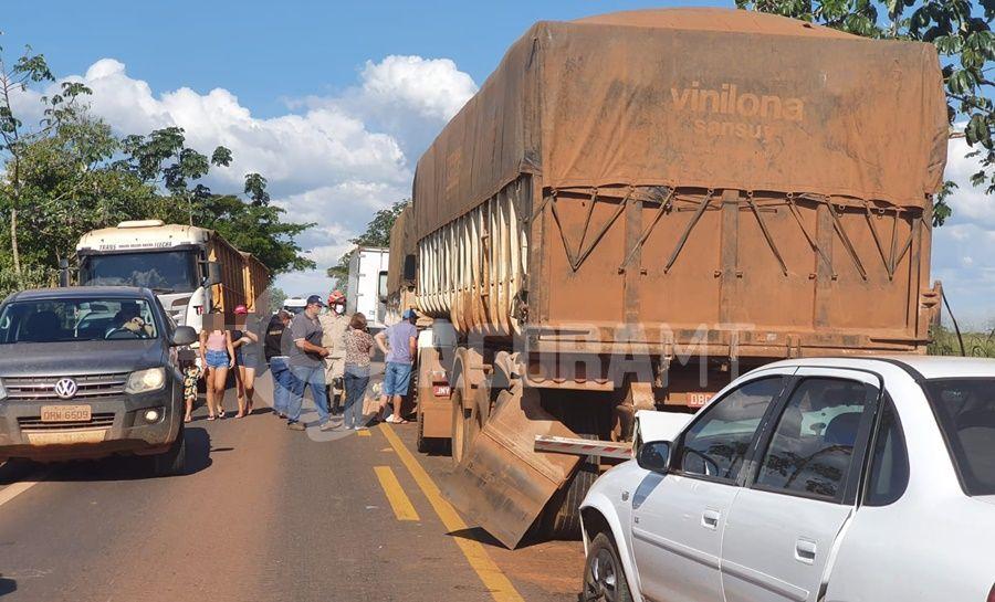 Imagem: acidente Tangara Caminhão freia bruscamente e causa engarrafamento na MT-358