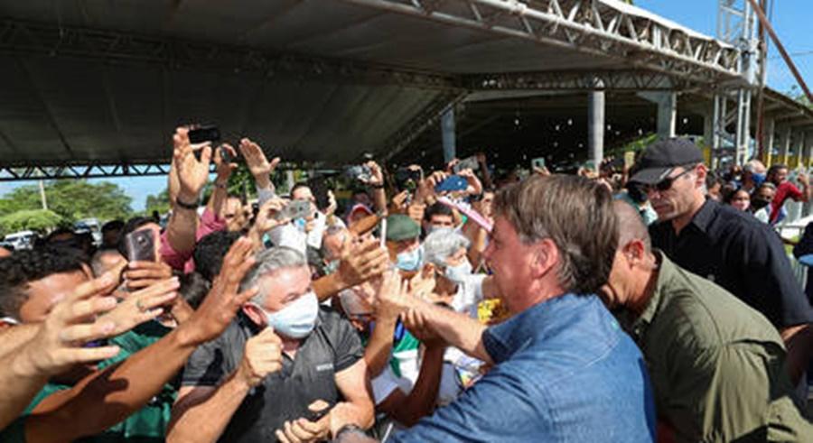 Imagem: bolsonaro sem mascara Governo do Maranhão repreende Bolsonaro por não usar máscara