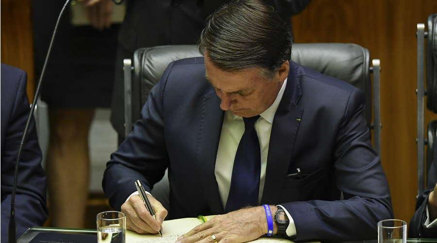 Imagem: bolsonaro sanciona Bolsonaro sanciona prorrogação da Lei Aldir Blanc até dezembro