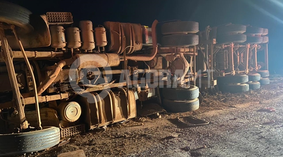 Imagem: cae6b072 360f 410d acf0 20aae75cfd5c Carreta perde o freio e tomba na Serra Tapirapuã