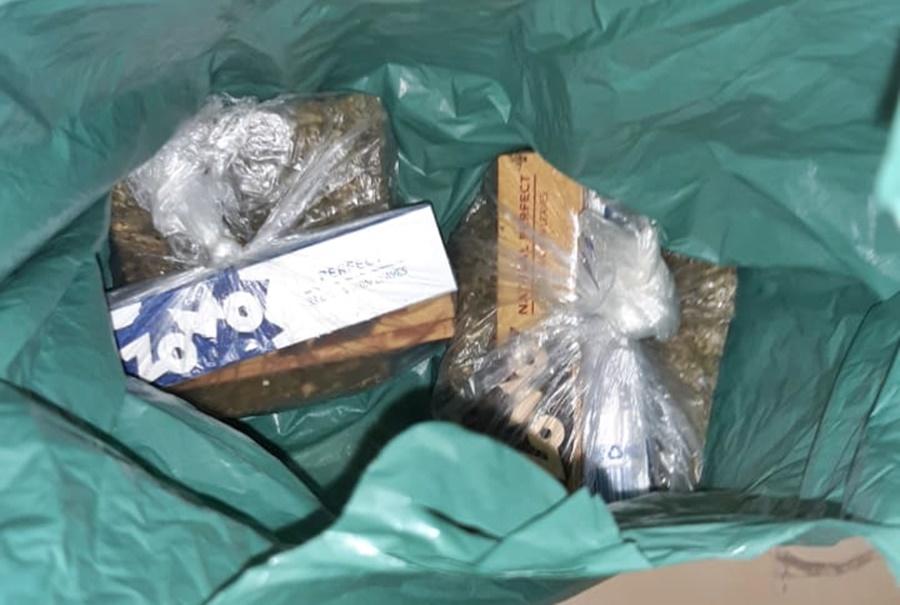 Imagem: droga apreendida 1 Apontadas como responsáveis por entrega de drogas na penitenciária são presas