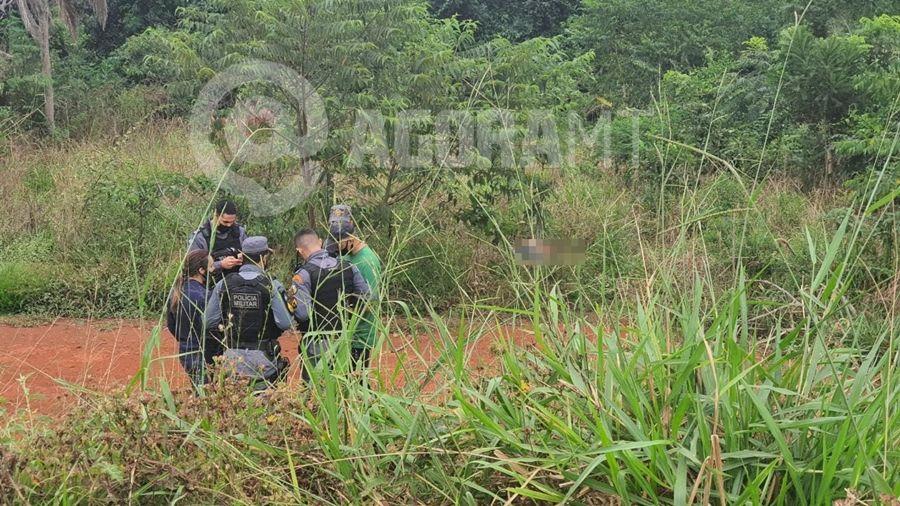 Imagem: homem encontrado morto foto lorraine costa tv vale 1 Corpo com pés e mãos amarrados é encontrado em matagal