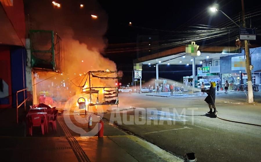 Imagem: incendio trailer Trailer fica totalmente destruído pelo fogo após vazamento de gás
