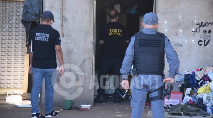 Imagem: policia local usuaria Mulher é encontrada morta em barracão ocupado por usuários