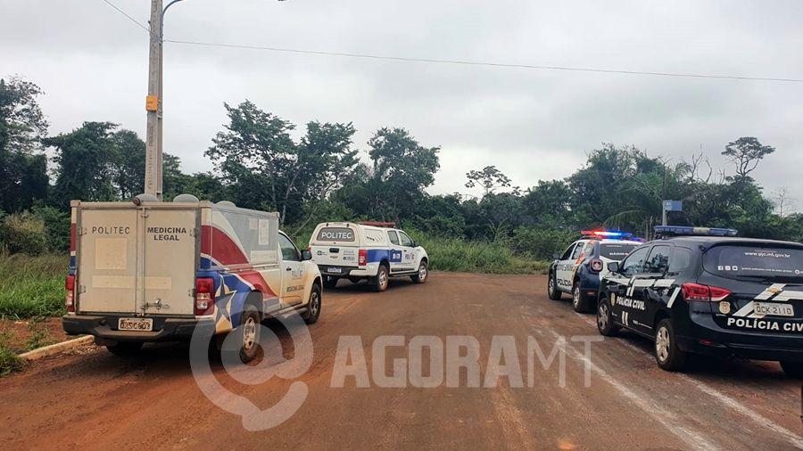 Imagem: policia militar politec pc foto lorraine costa tv vale Corpo com pés e mãos amarrados é encontrado em matagal