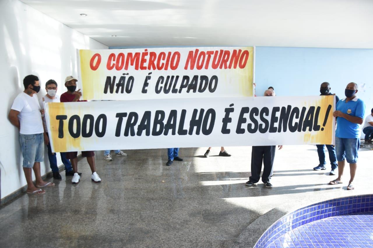 Imagem: protesto roo comercio Protesto pede flexibilização no horário do comércio em Rondonópolis