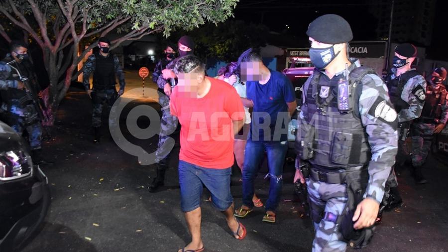 Imagem: suspeitos dp roo trafico Suspeitos de tráfico de drogas são presos com pasta base de cocaína