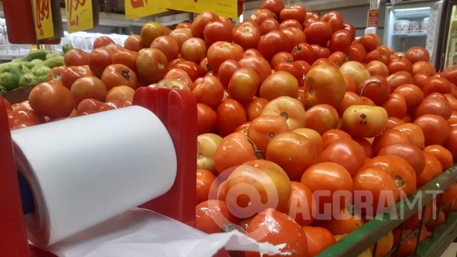 Imagem: tomate preco economia cesta basica foto pedro couto Preço do quilo do tomate e da batata dispara em Cuiabá