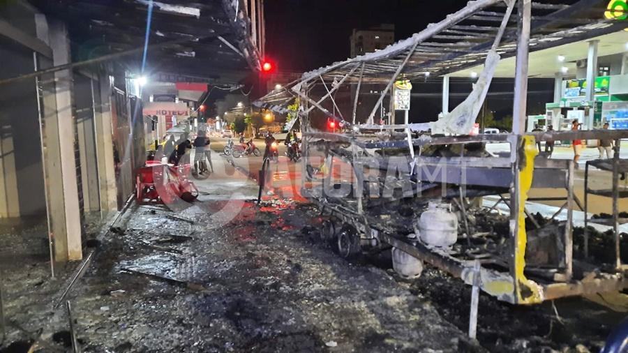 Imagem: trailer destruido Trailer fica totalmente destruído pelo fogo após vazamento de gás