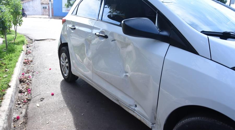 Imagem: veiculo Motociclista fica ferido após colisão na Vila Esperança
