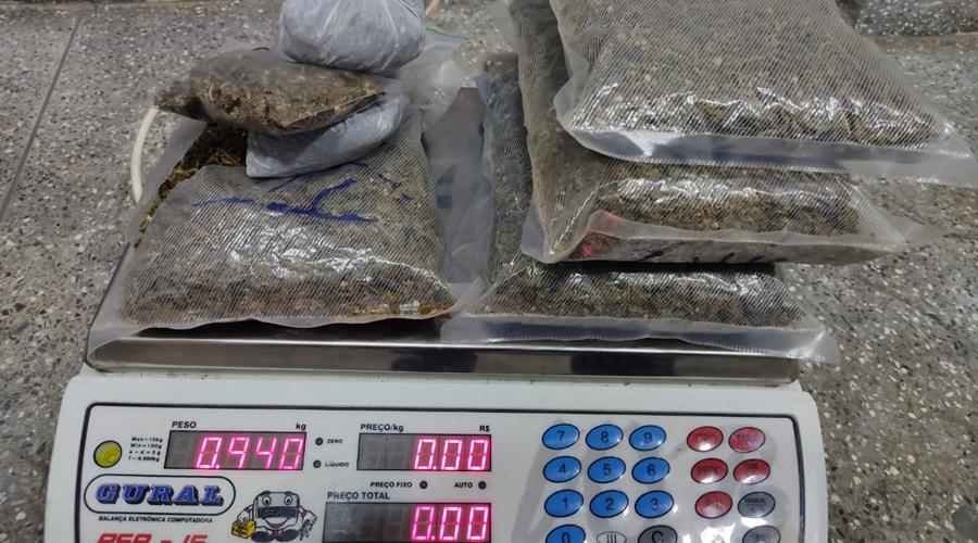 Imagem: 1faed4b8 b11d 455a 9674 afb85584e10c Jovem é preso em residência com grande quantidade de drogas