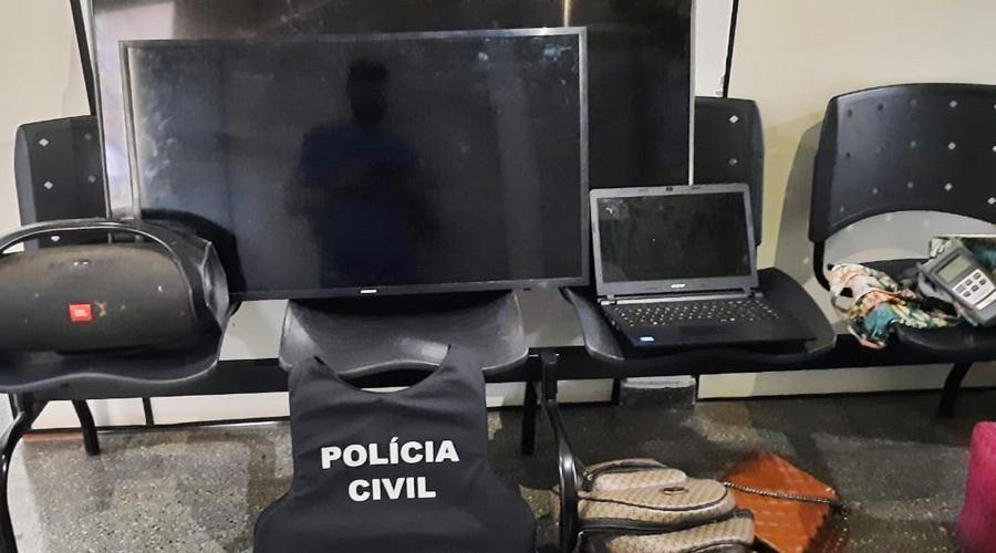 Imagem: 2 PC encontra casal acusado de arrombar caminhonete e furtar produtos
