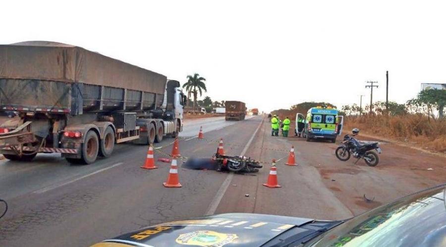 Imagem: 2255e1ea da65 4811 a864 0462e9d182b8 1024x576 1 990x556 1 Motociclista morre após colisão com carreta na BR-163