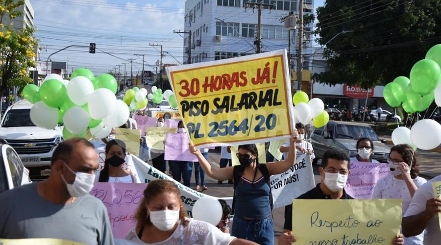 """Imagem: 3994dcce be16 4601 8800 bd18c30a962d """"Ser chamado de herói não adianta"""", manifesta enfermeiros cobrando piso salarial"""