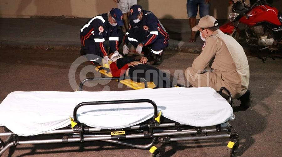 Imagem: A motociclista teve ferimentos e foi conduzida para uma unidade de saude Motos batem de frente no Conjunto São José