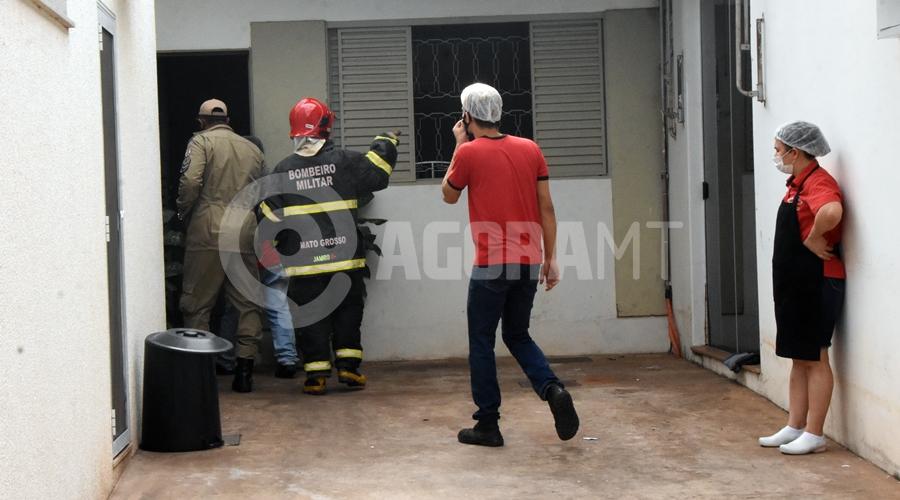 Imagem: Bombeiros no local da Ocorrencia Vazamento de gás provoca princípio de incêndio em restaurante